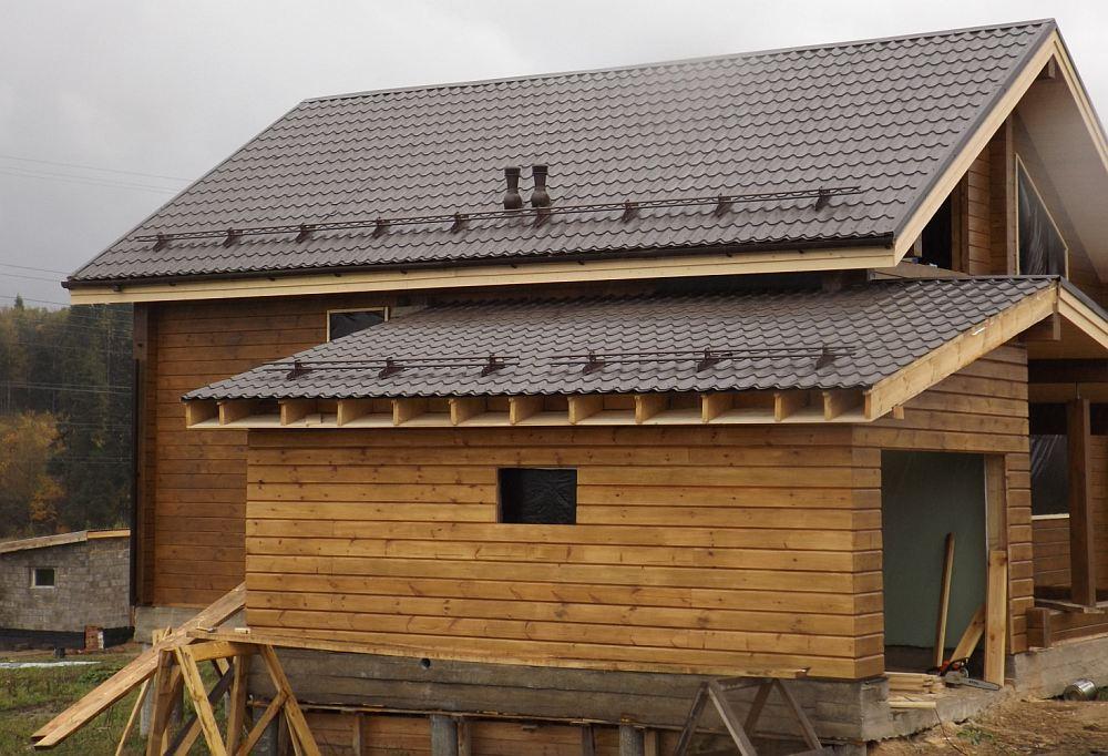 Скатная крыша пристройки
