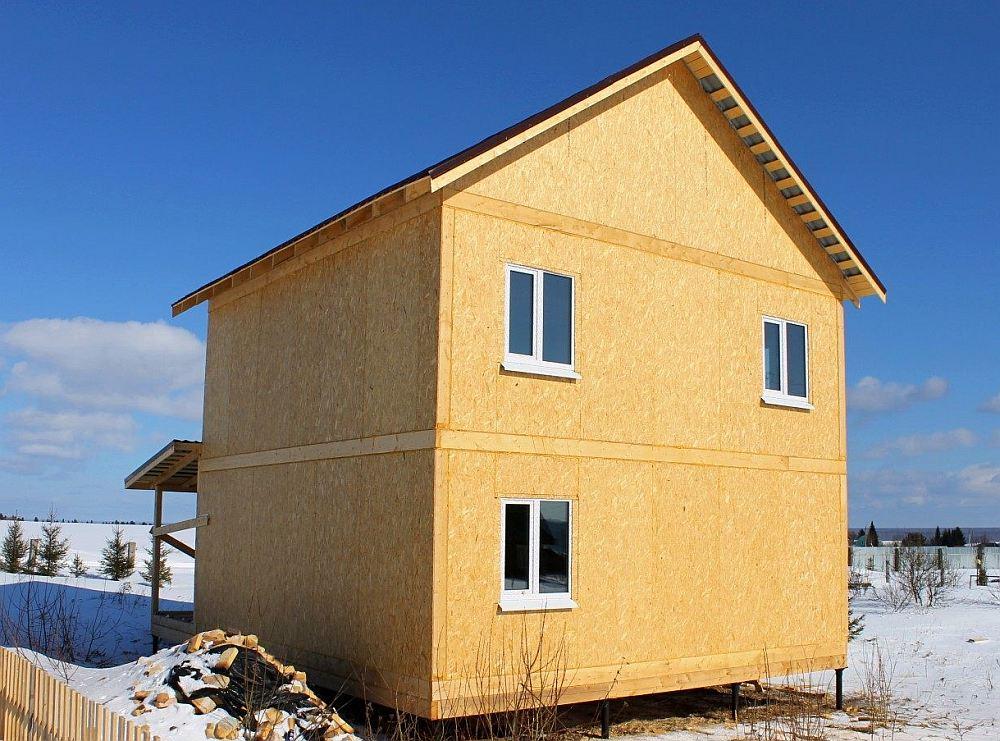 Небольшой дом в два этажа из СИП-панелей