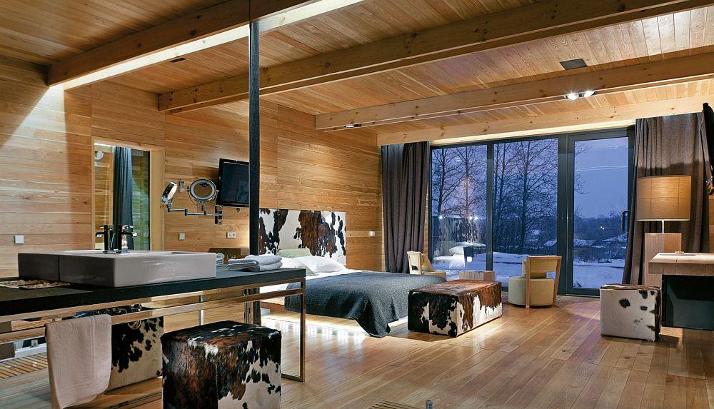 Потолок декоративными балками