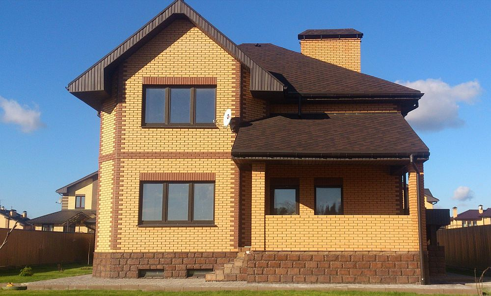 Каркасный дом с кирпичной облицовкой