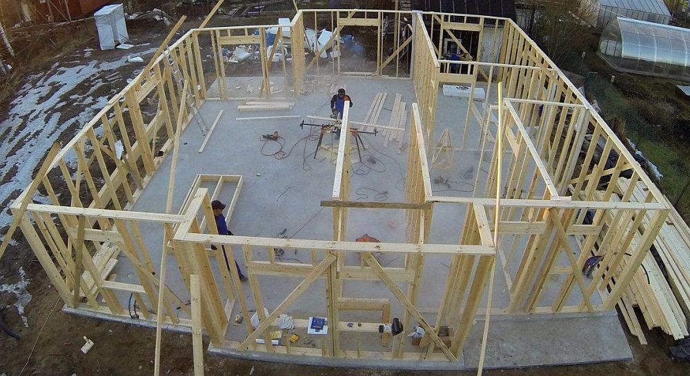 Возведение каркасного дома на плитном фундаменте