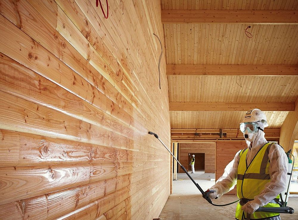 Защитная обработка стен из бруса