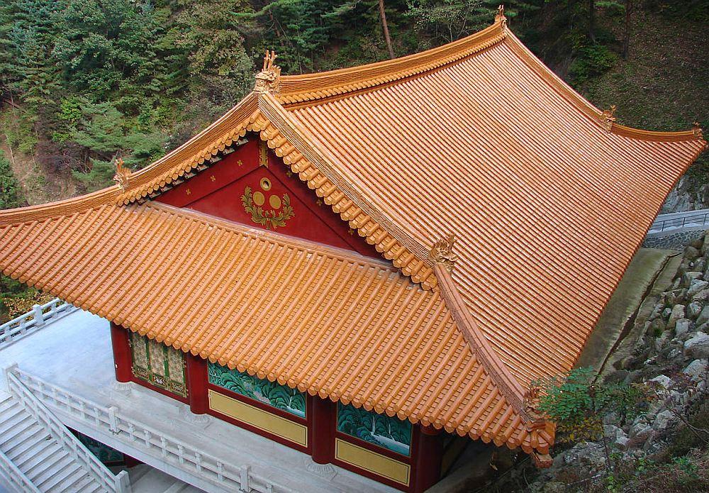 Двускатная крыша в японском стиле