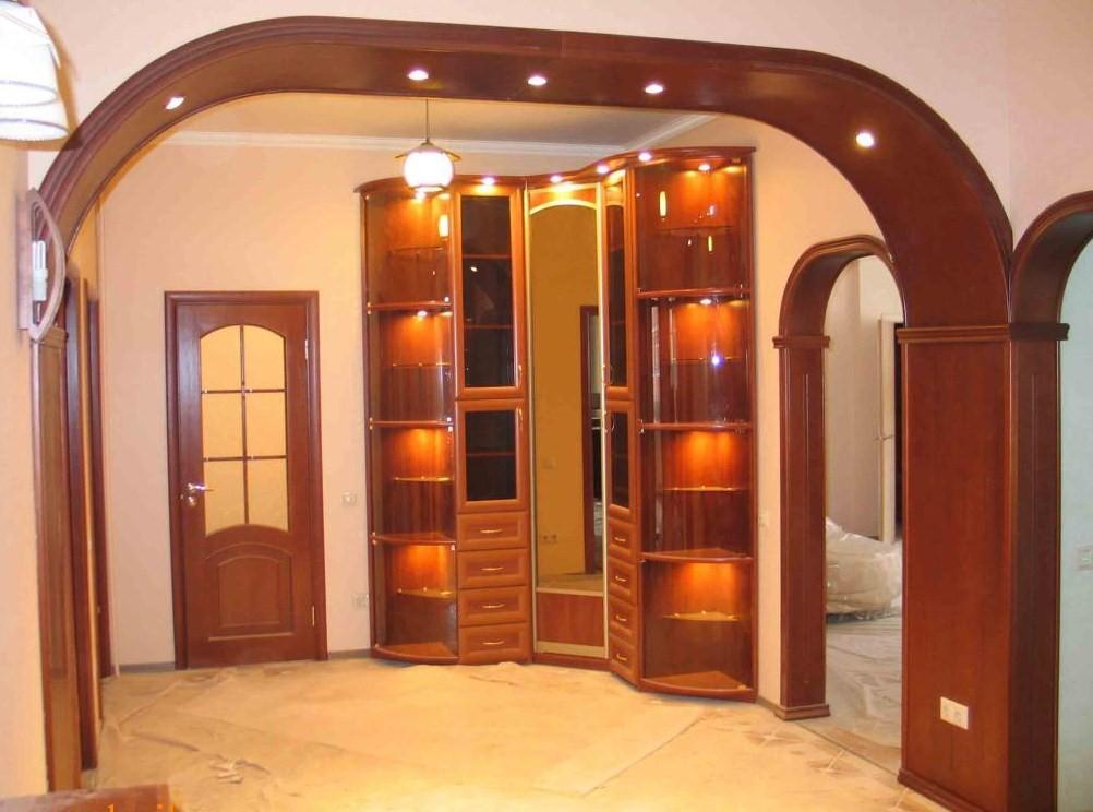 Дверные арки украшают помещение